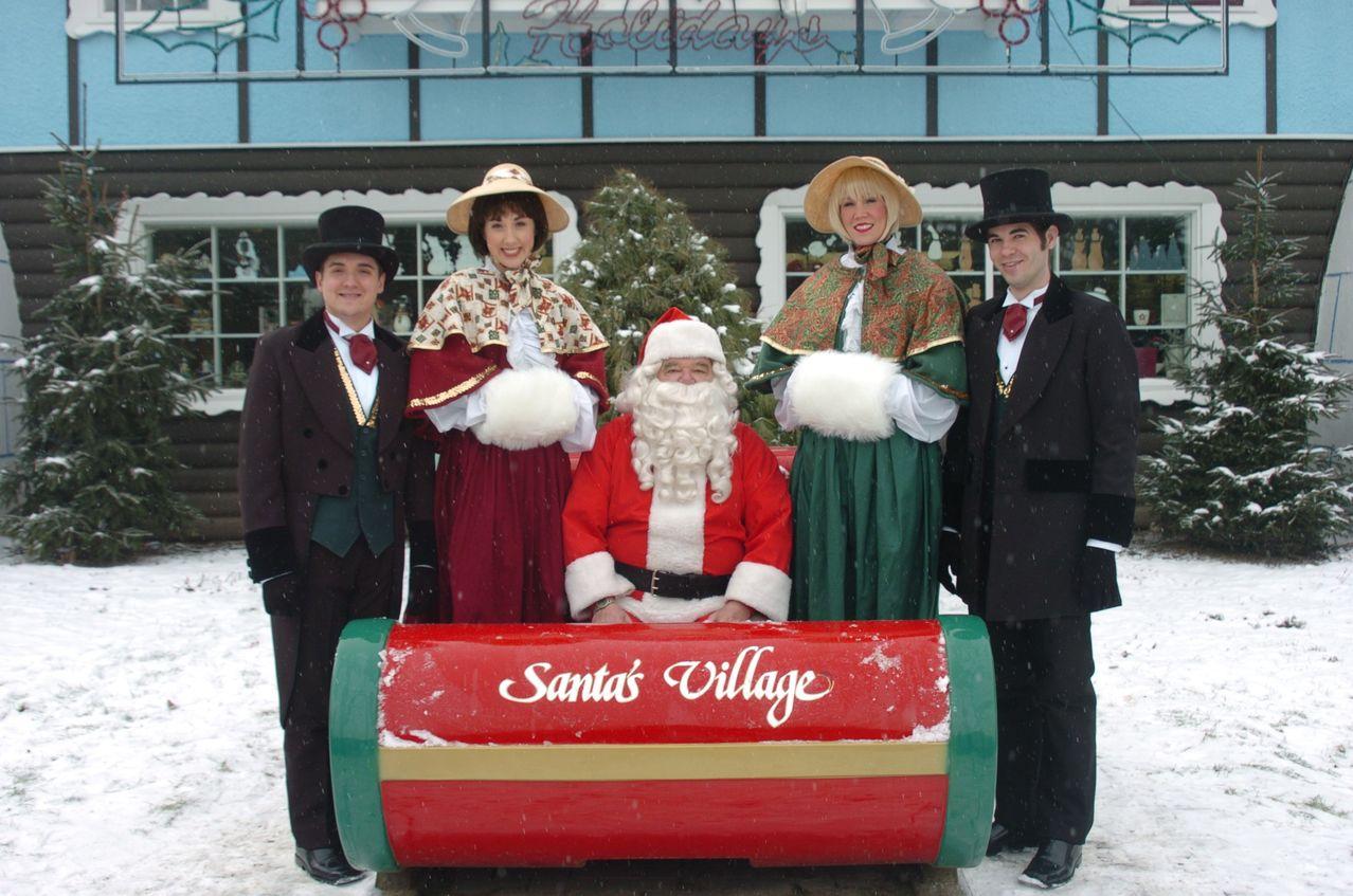 NH-Grand_event_Santas_Village_greeters